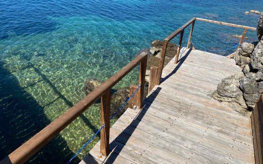 Παραθαλάσσια βίλα με εξαιρετική θέα στο Ιόνιο πέλαγος στην περιοχή Σύβοτα Θεσπρωτίας